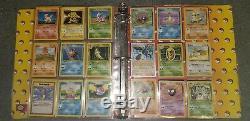 Collection De Cartes Anciennes Vintage Pokemon Dans Le Cartable, De Nombreux Holos Rares